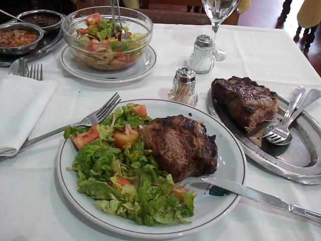 Argentinisches Steak mit Salat