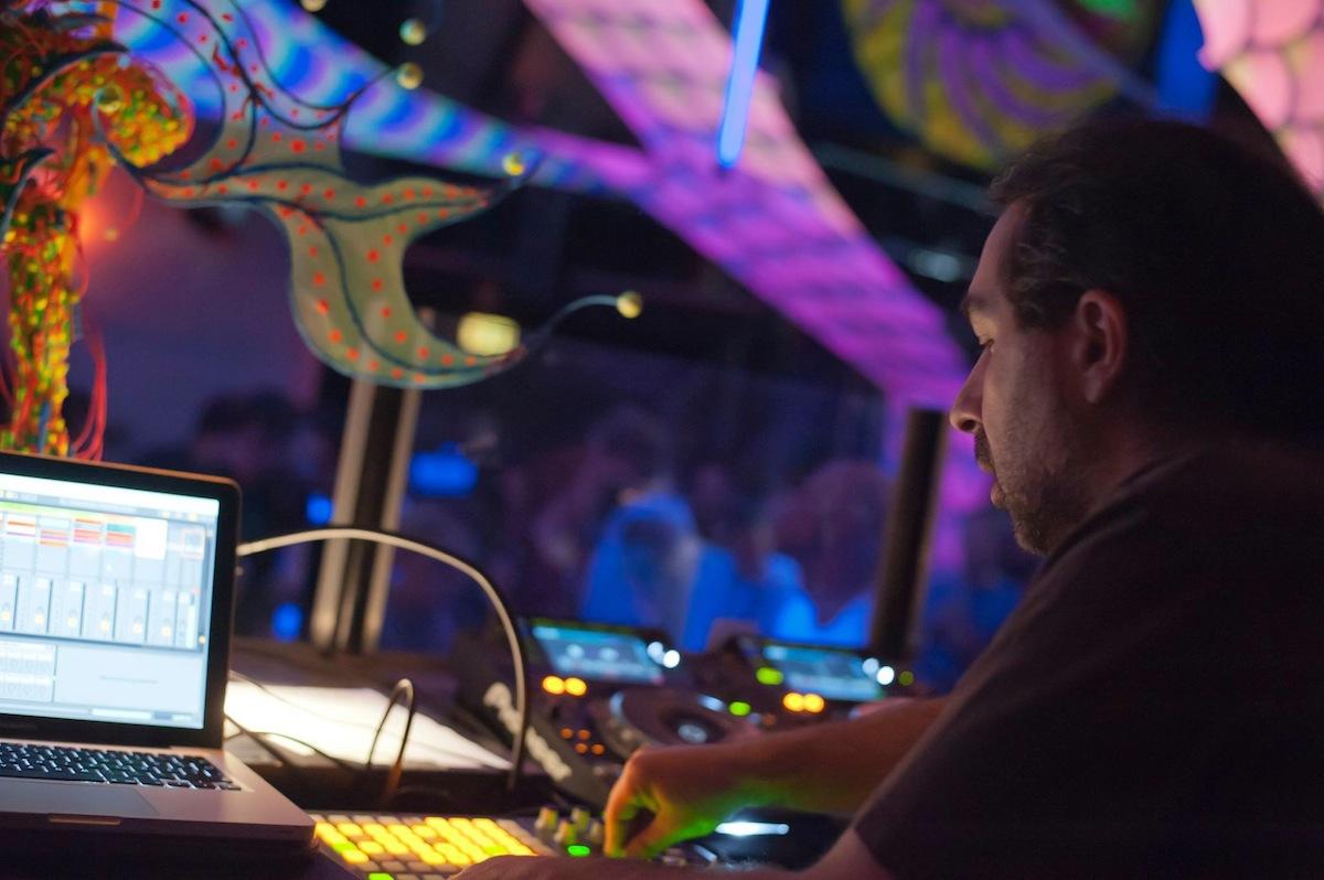 Stefan Feuerhake: DJ, Musiker, Autor, Produzent, Workshopleiter