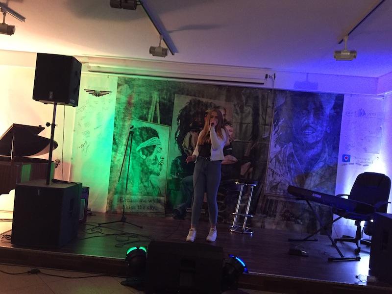 Open Stage - Gina mit Potograph von Ed Sheeran