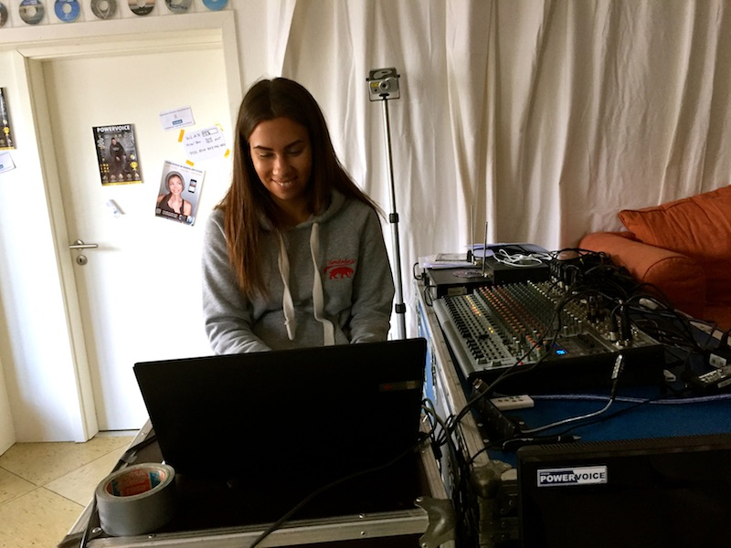 Sarah erfasst die Songstruktur ...