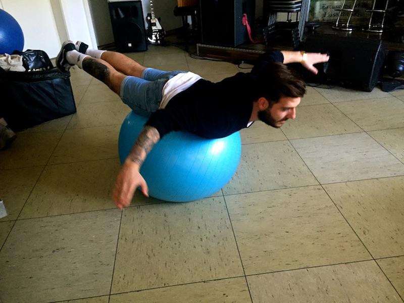 oder balancierend auf einem Ball!