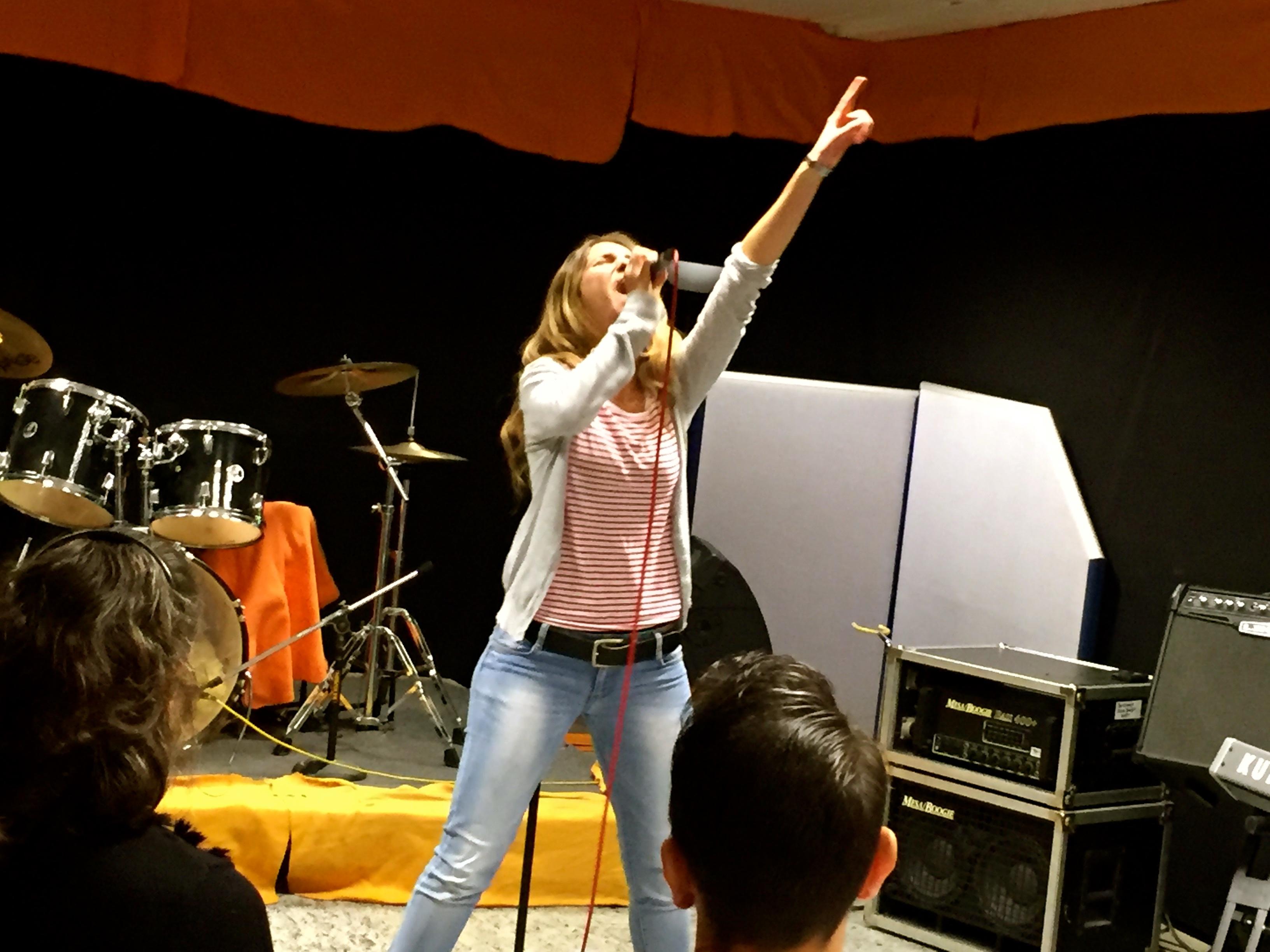 """Chrissie mit """"Alone"""" von Heart"""