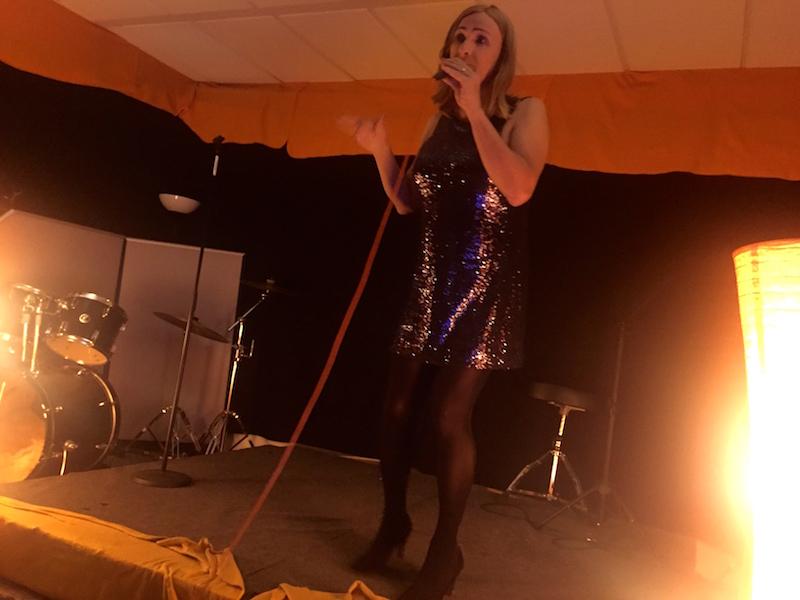 """Anke performt """"Fever"""""""