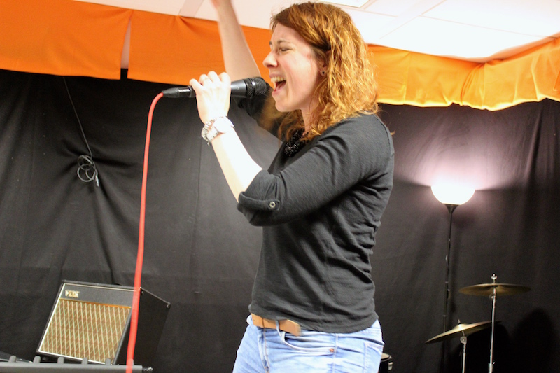 Maren rockt die Bühne mit 99 Lufballons
