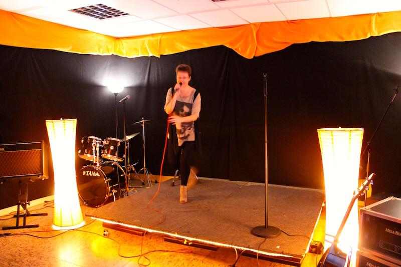 Jessie rockt die Bühne