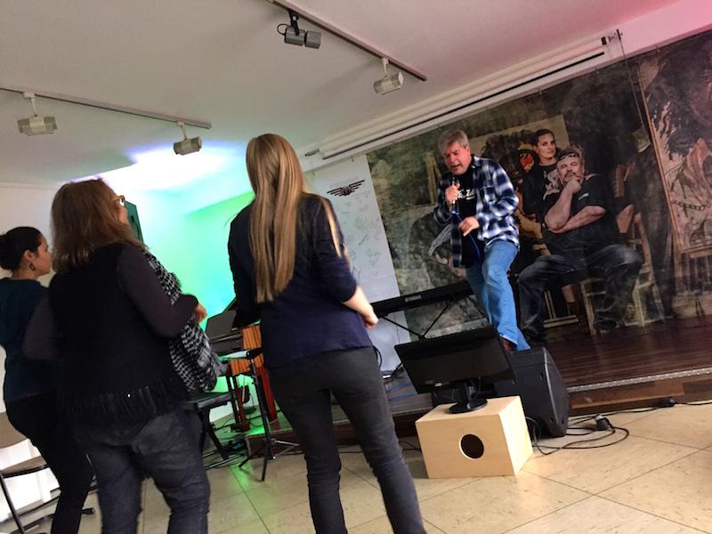 Gesangsausbildung: Jens in Rocker-Pose