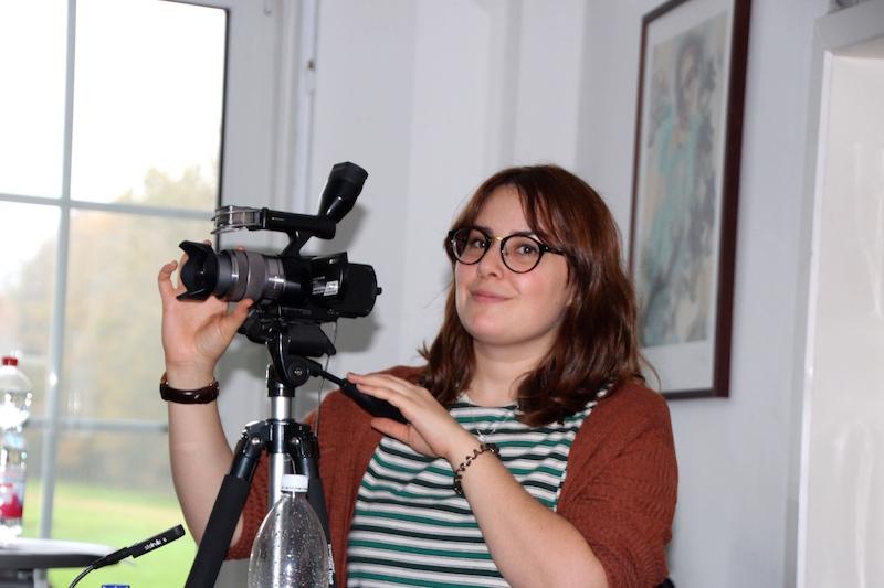 Ausbildung zum Vocalcoach: Liv filmt Mike´s Auftritt ...