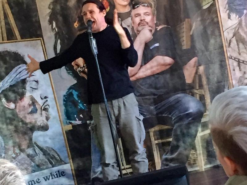 Ausbildung zum Vocalcoach: Ich (Roman) performe meinen eigenen Song