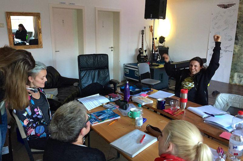 """Ausbildung zum Vocalcoach: Das Schallwellengerät """"Novafon"""" kommt zum Einsatz."""