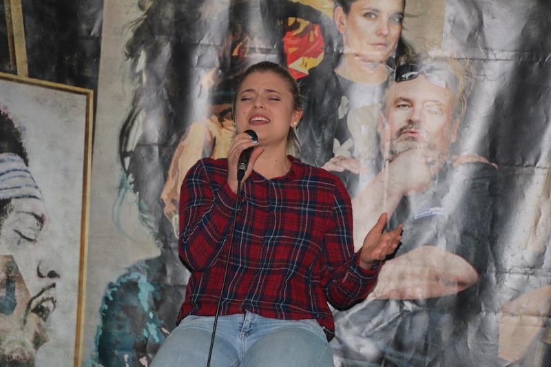 """Ausbildung zum Vocalcoach: Mickela singt ihren eigenen Song: """"Jetzt"""""""