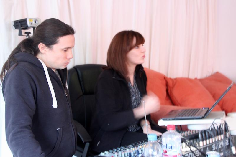 Ausbildung zum Vocalcoach: Lydia und Roman coachen Ina im Seminarraum