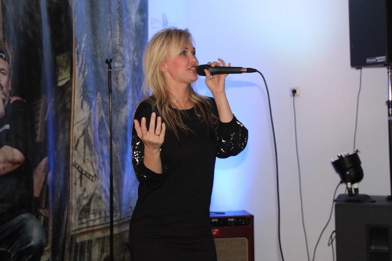 Sängerausbildung Januar 2018: Tini von der Insel, heizt dem Publikum ordentlich ein