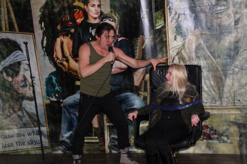Ausbildung zum Vocalcoach Februar 2018: Roman entführt Janine auf die Bühne