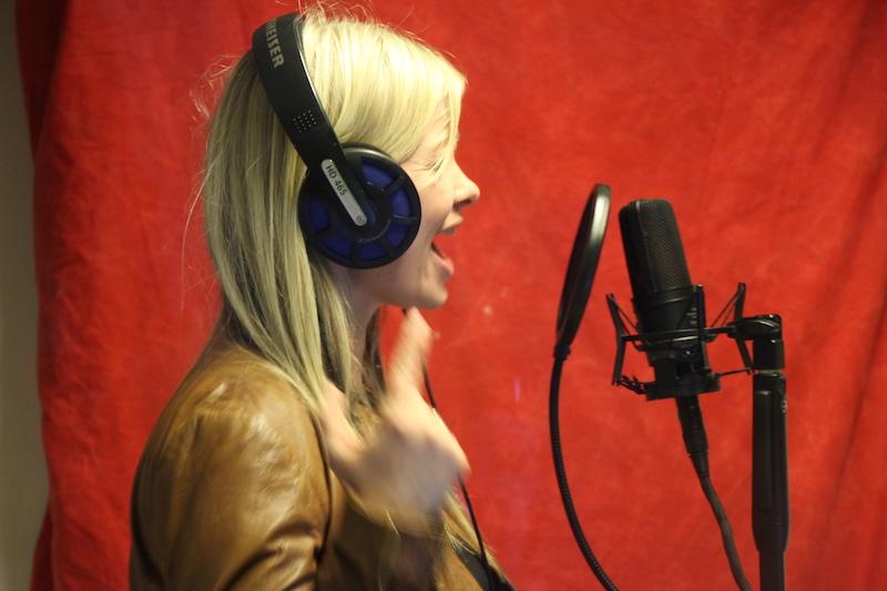 Sängerausbildung März 2018: Tini singt ihren Part ein