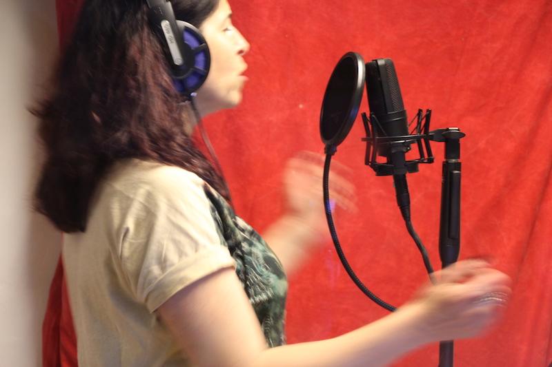 Sängerausbildung März 2018: Andrea singt ihren Part ein