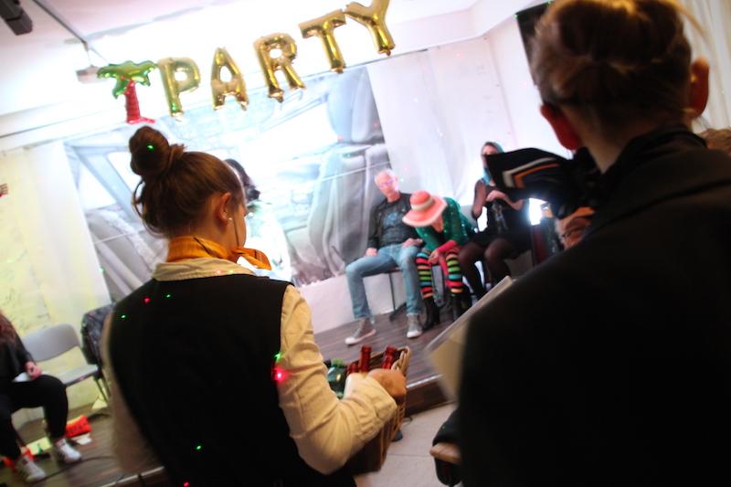 Sängerausbildung April 2018: Lou und Lorena versorgen die Partygäste